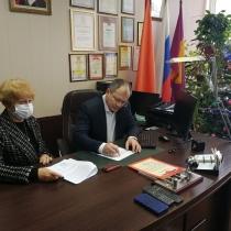 В рамках деловой встречи подписан договор о совместной деятельности между ГСГУ и лицеем до 2025 года.